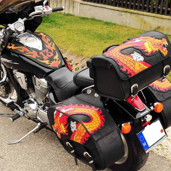 Egyedi, kézzel készült bőr motoros táska kollekció sárkányos, lángnyelves díszítéssel