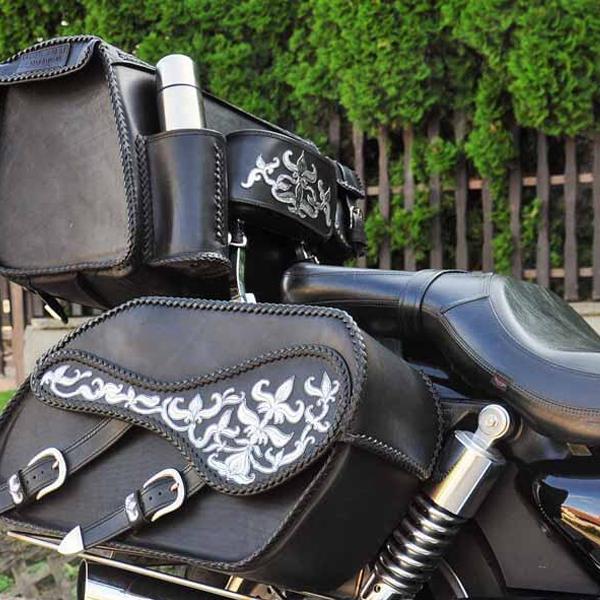Egyedi, kézzel készült bőr motoros táska kollekció, ezüst palmettás díszítéssel