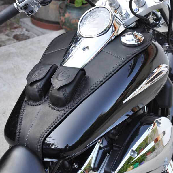 Egyedi, kézzel készült bőr motor tankpad két zsebbel, Nap -Hold díszítéssel