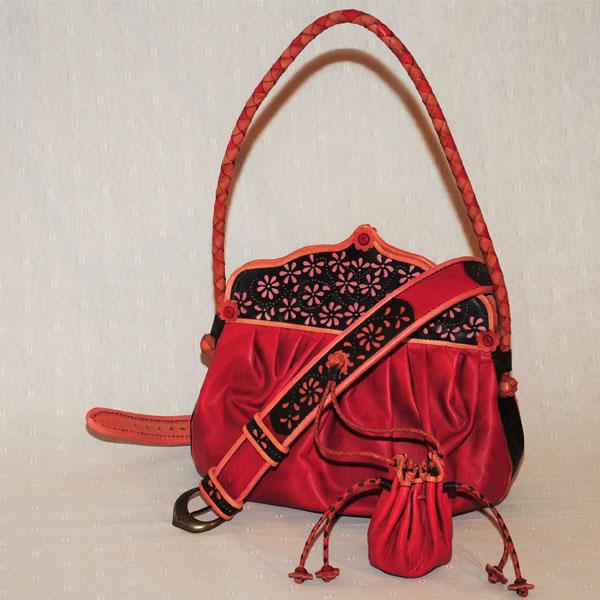 Kézzel festett táskák bőrből, különleges színek és formák